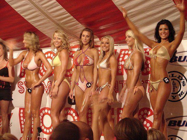 Lord C. reccomend 2006 bikini contest pic
