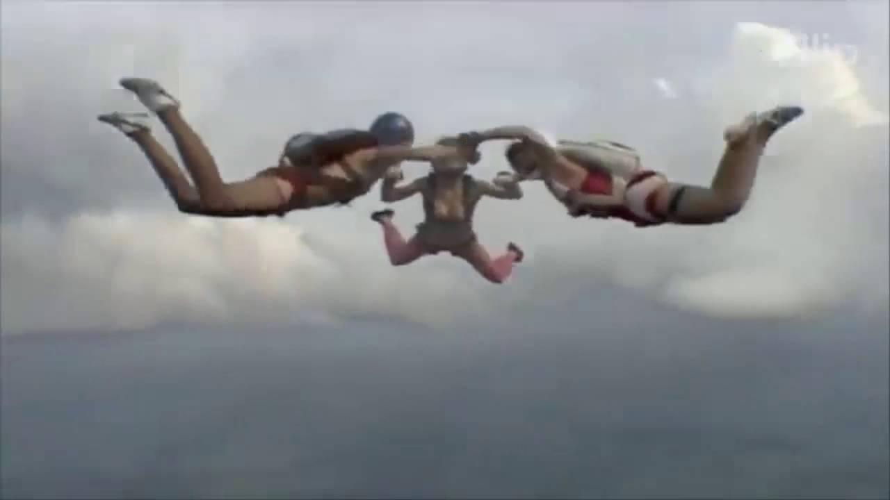 Fire S. reccomend Girls skdiving in bikinis