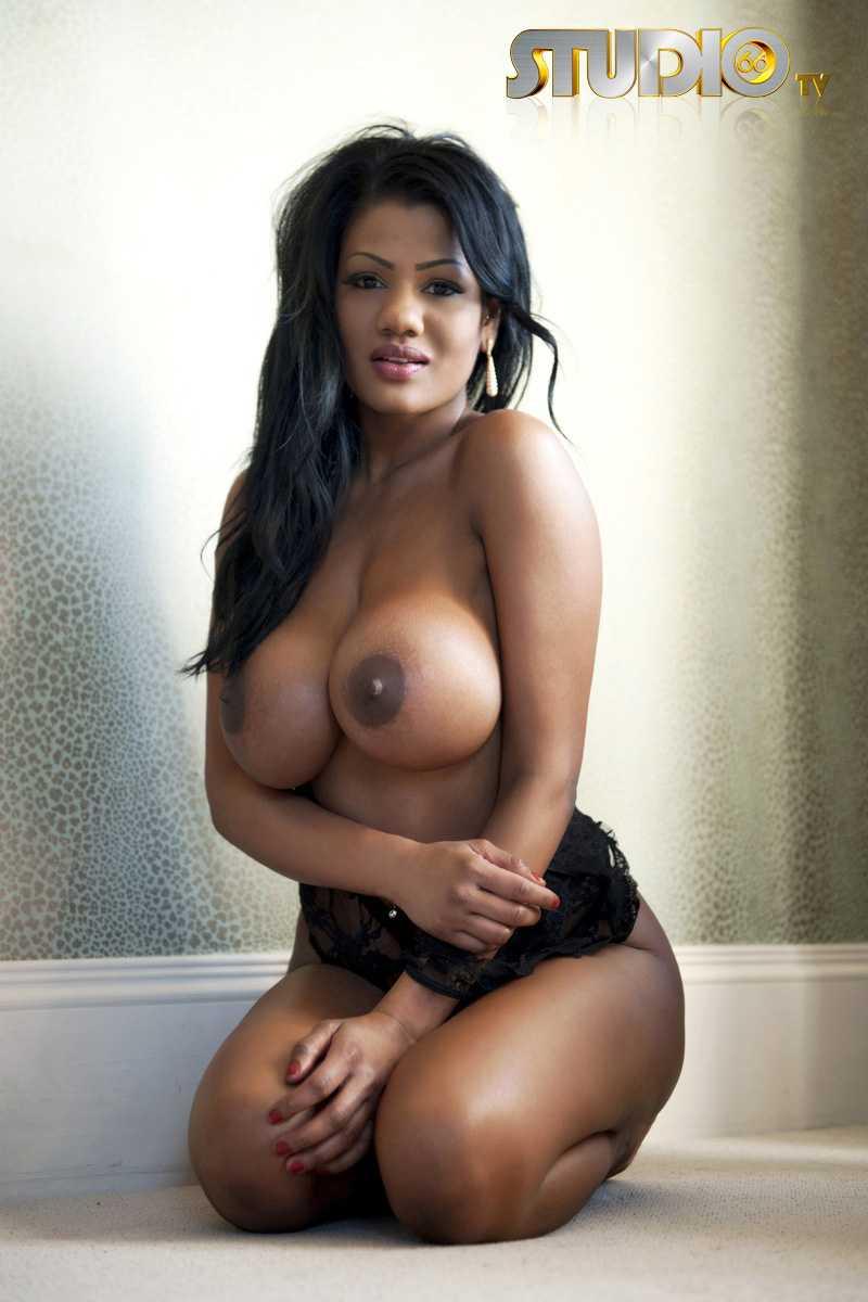Free sexy busty latina porn pics