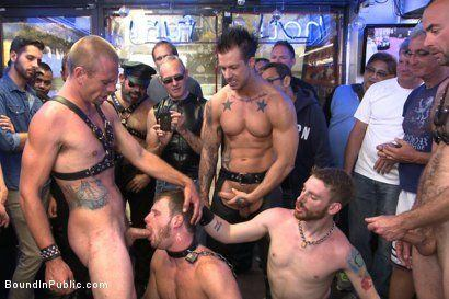 Hound D. reccomend Dore alley street nude man